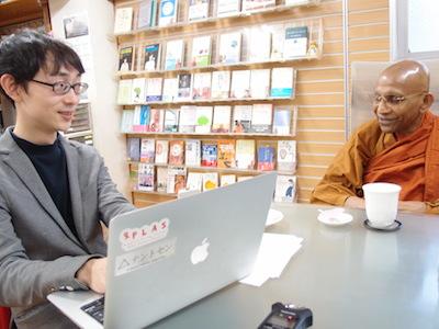 左がイケダハヤトさん。右がスリランカ上座仏教スマナサーラ長老